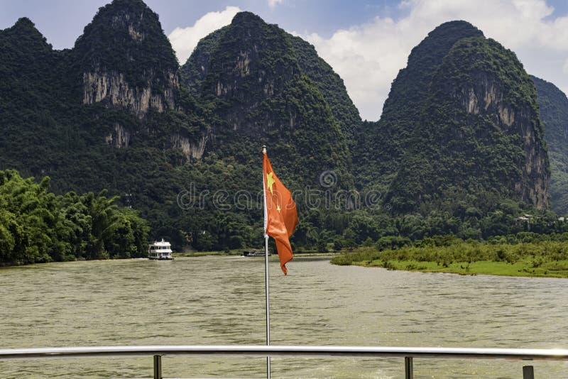 Karst van Guilinchina de beroemde van de de riviercruise van de bergen lange dag boot van Lijiang stock afbeeldingen