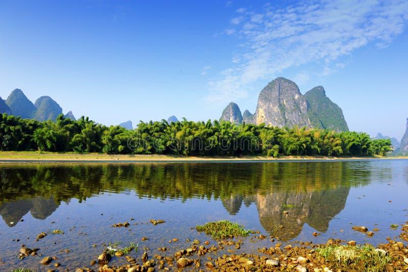 Karstgebirgslandschaft in Yangshuo Guilin, lizenzfreie stockfotos