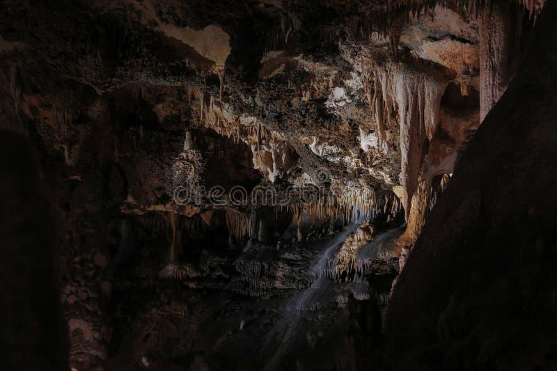 Karstgrotta med stalaktit och stalagmit i Luray Caverns Luray Virginia arkivbilder