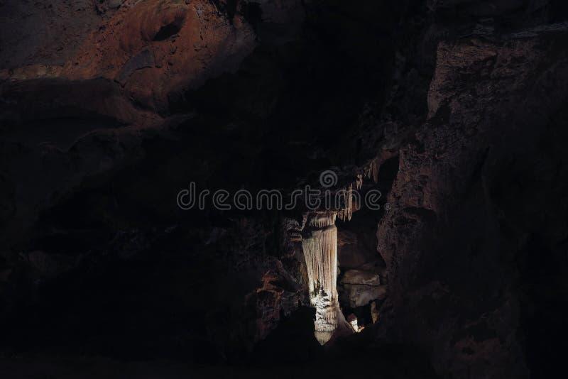 Karstgrotta med stalaktit och stalagmit i Luray Caverns Luray Virginia fotografering för bildbyråer
