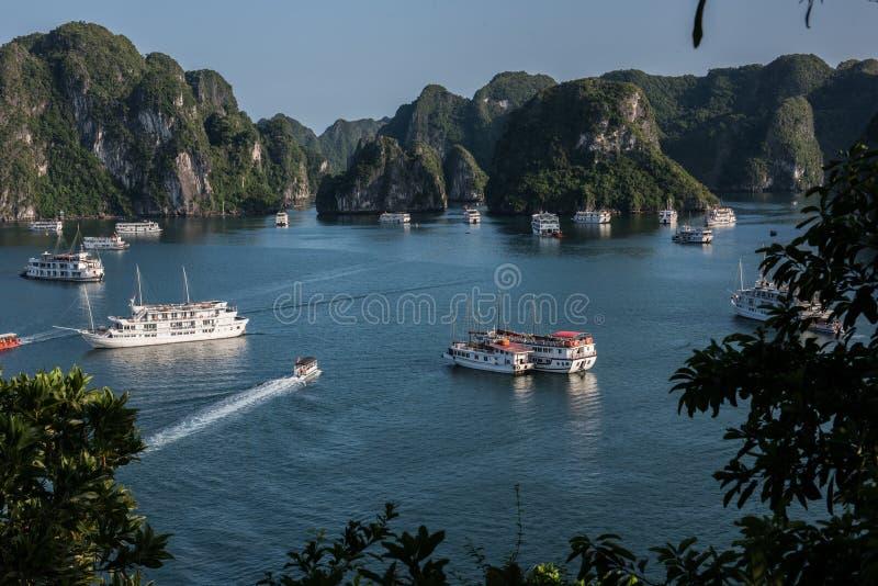 Karsts залива Ha длинные стоковые изображения