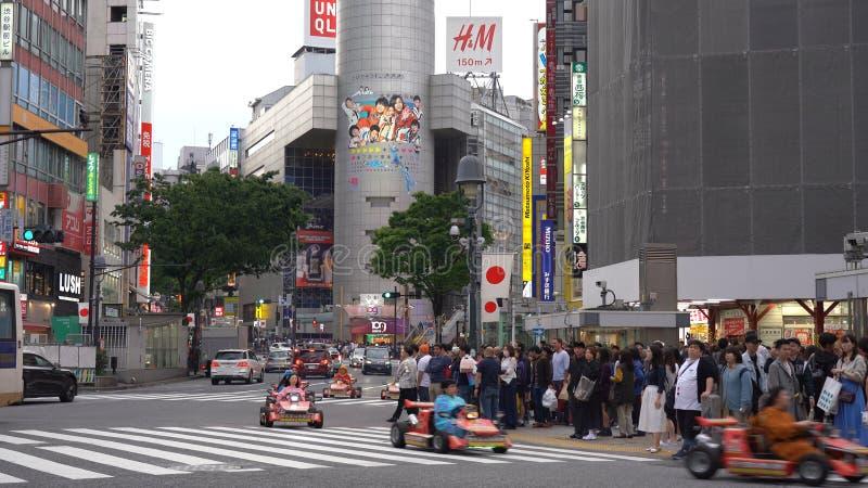Kart de Mario que corre no cruzamento de Shibuya fotografia de stock