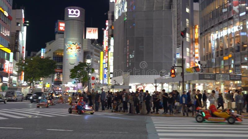 Kart de Mario que corre no cruzamento de Shibuya fotos de stock