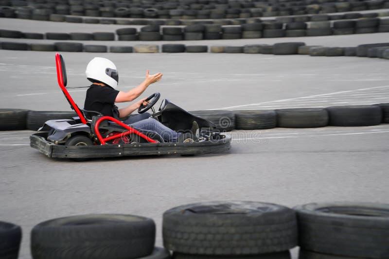 Karta krzyżuje mety akcję, prędkość, hełm, ślad, kierowca, rywalizacja, silnik, ruch, adrenalina fotografia royalty free
