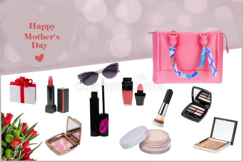 Karta powitalna z dnia matki Kompozycja dekoracyjna kobiecych produktów kosmetycznych, torba, pudełko na prezent i kilka czerwony obrazy stock