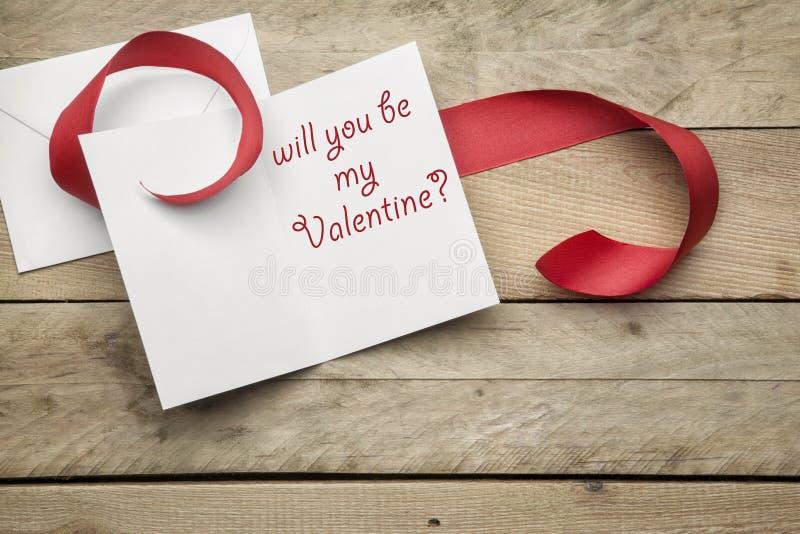 Karta ty będziesz mój valentine na drewnianym tle zdjęcie royalty free