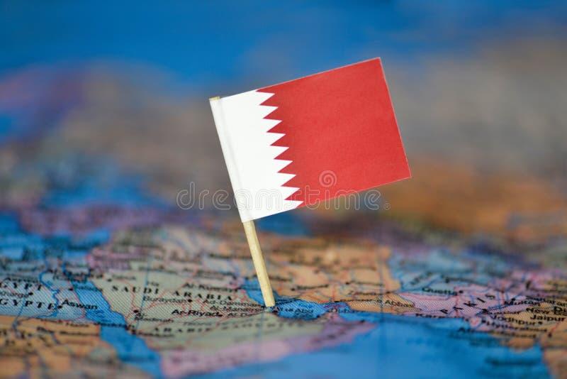Karte mit Flagge von Bahrain stockbilder