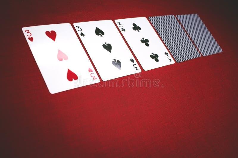 Karten für Schürhaken auf einem roten Hintergrund, 3 einer Art lizenzfreie stockfotos