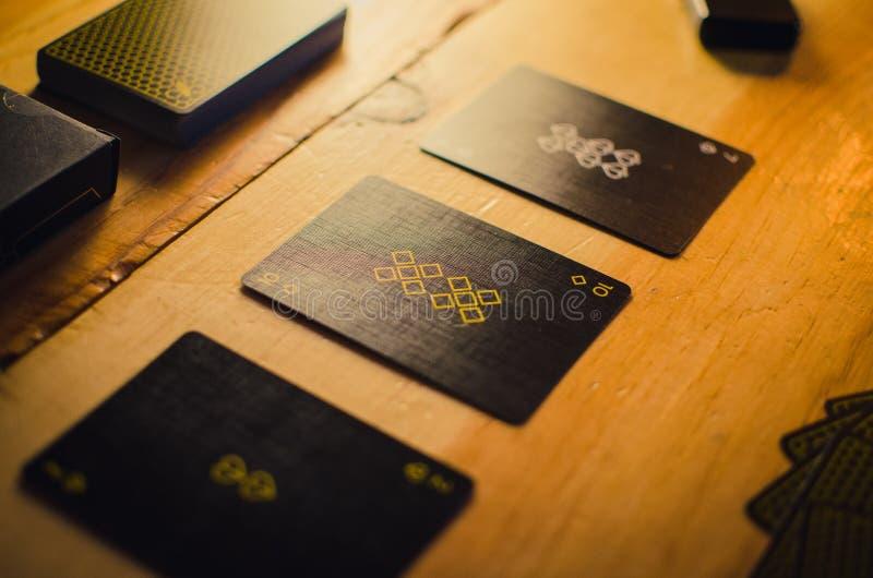 Kartenspielensatz auf Restlicht stockfotos