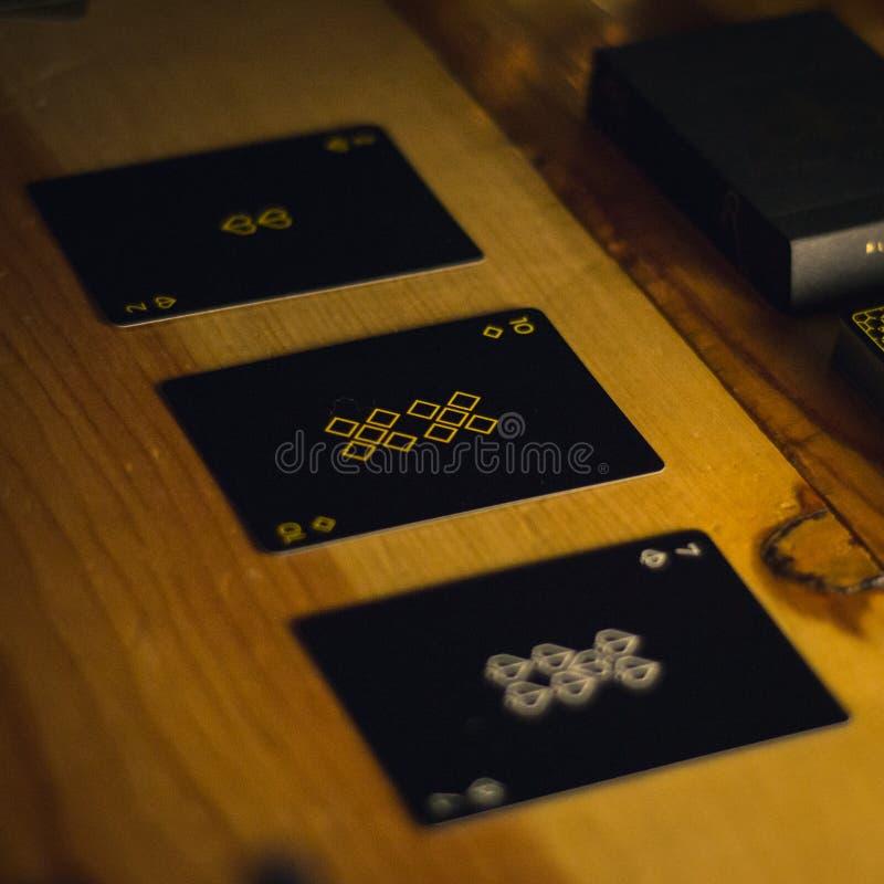 Kartenspielensatz auf Restlicht lizenzfreie stockfotografie