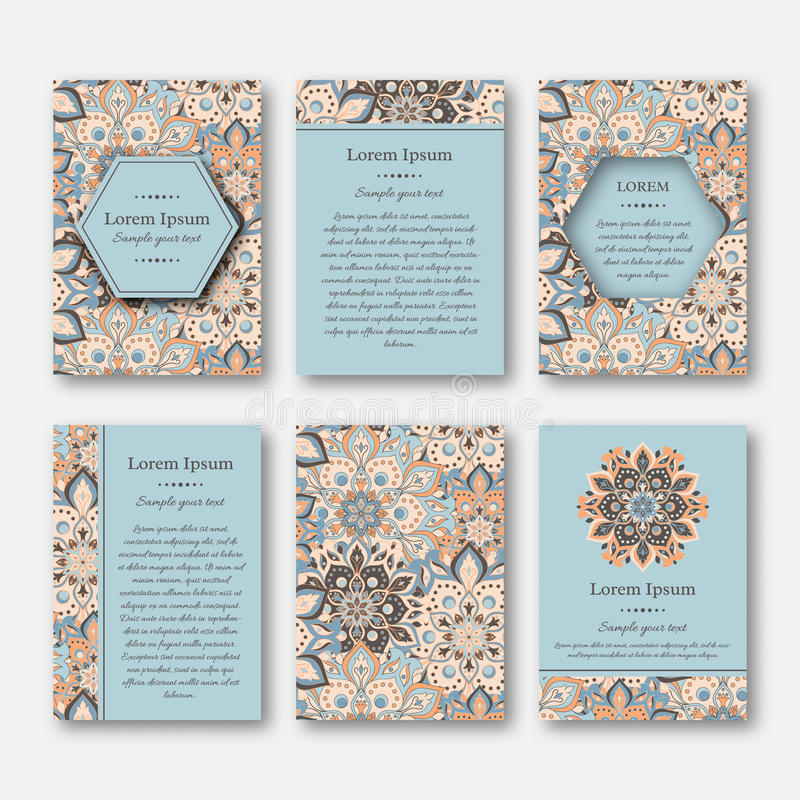 Kartenstapel, Flieger, Broschüren, Schablonen mit Hand gezeichnetem manda lizenzfreie abbildung