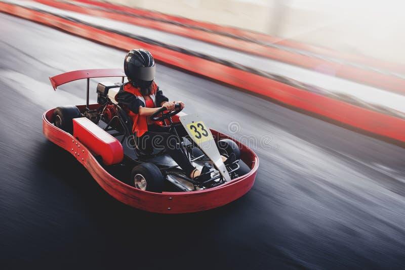 Karting速度劈裂室内种族反对种族 免版税库存照片