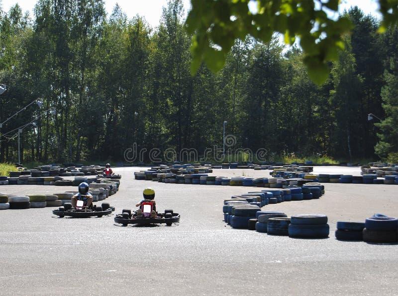 Karting Spettacolo pubblico per i bambini nel parco immagini stock