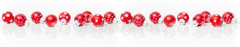 Kartka bożonarodzeniowa, sztandar, czerwoni baubles zdjęcia stock