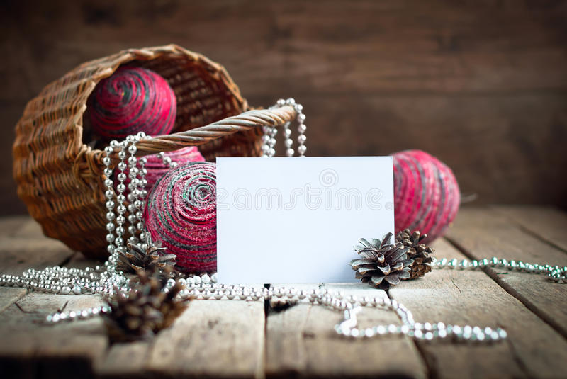 Kartka Bożonarodzeniowa z składem od Różowych Naturalnych piłek fotografia stock