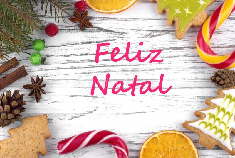 Kartka z pozdrowieniami z tekstów Wesoło bożymi narodzeniami w Portugalia zdjęcie stock