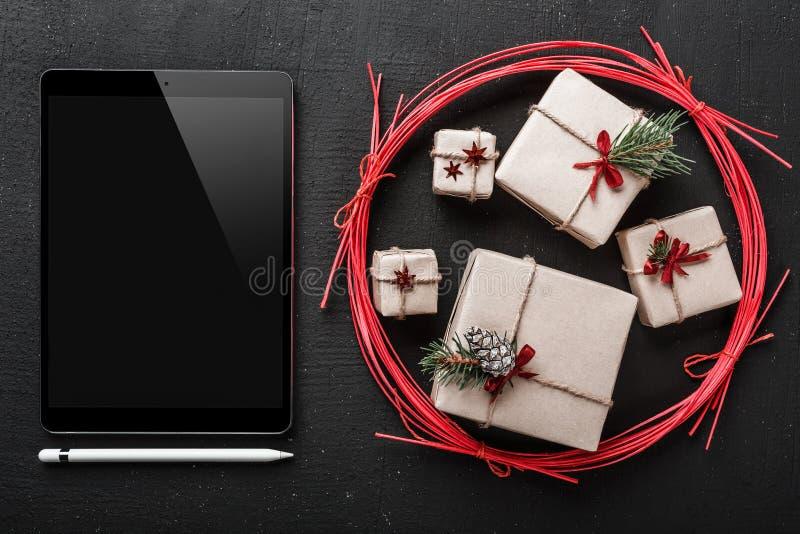 kartki bożonarodzeniowa, technologia i prezenty dla technologia kochanków, iPad miejsce dla wiadomości dla nasi bliskich z nowy r zdjęcia royalty free