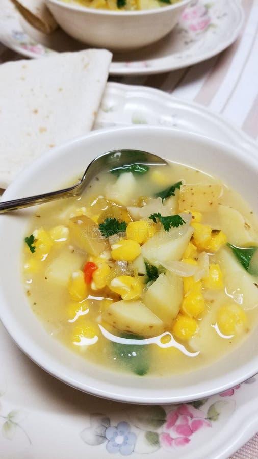 Kartoffel, grünes Chile u. Maisbrei-Suppe lizenzfreie stockfotos