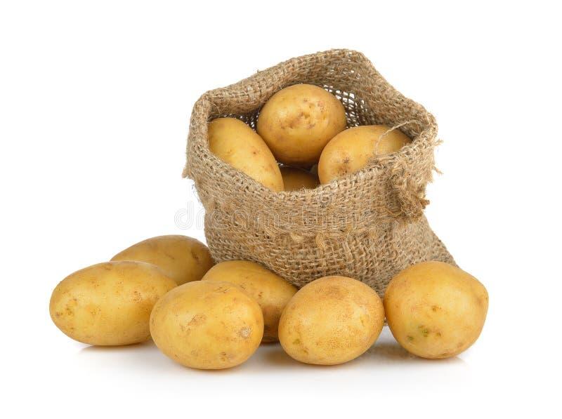 Kartoffel im Sack lokalisiert auf weißem Hintergrund lizenzfreie stockbilder