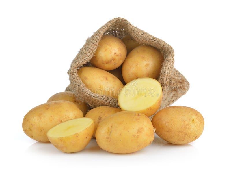 Kartoffel im Sack lokalisiert auf weißem Hintergrund lizenzfreie stockfotos