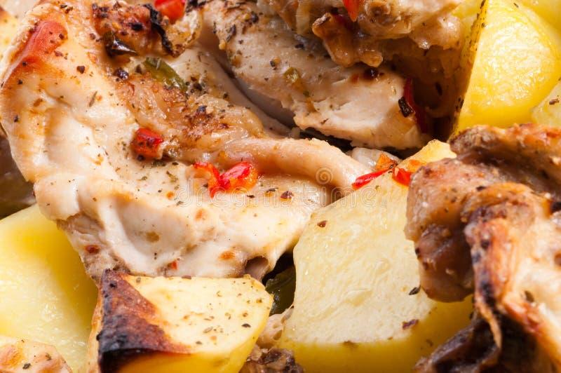 Kartoffel mit einer Henne. stockfotografie