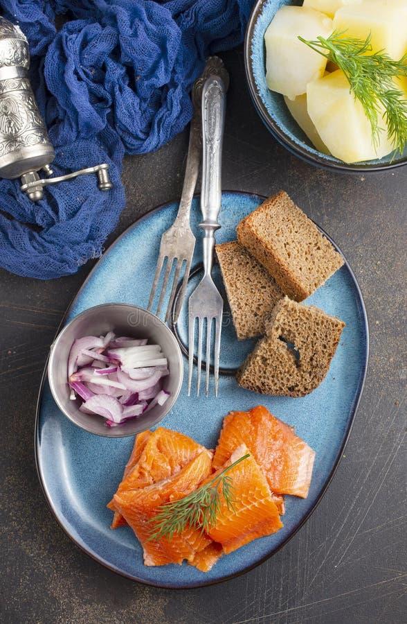 Kartoffel mit Fisch lizenzfreie stockfotografie