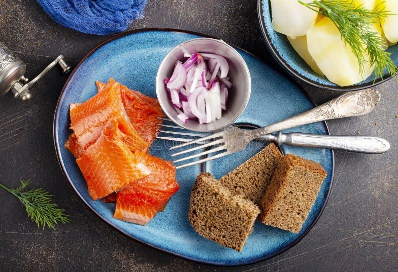Kartoffel mit Fisch lizenzfreie stockfotos