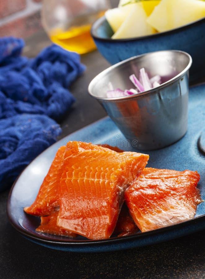 Kartoffel mit Fisch lizenzfreie stockbilder