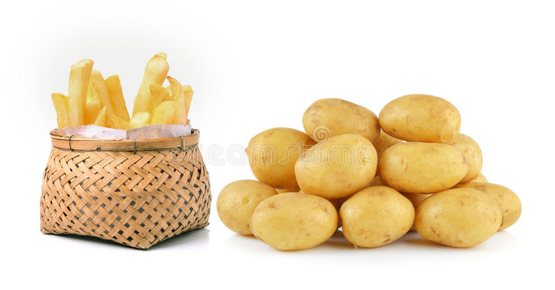 Kartoffel und Pommes-Frites im Korb lokalisiert auf weißem Hintergrund lizenzfreies stockfoto