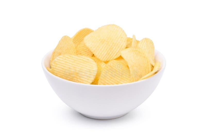 Kartoffelchips in der weißen Schüssel lizenzfreies stockfoto