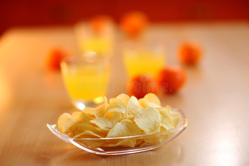 Kartoffelchips für Imbiß stockbilder