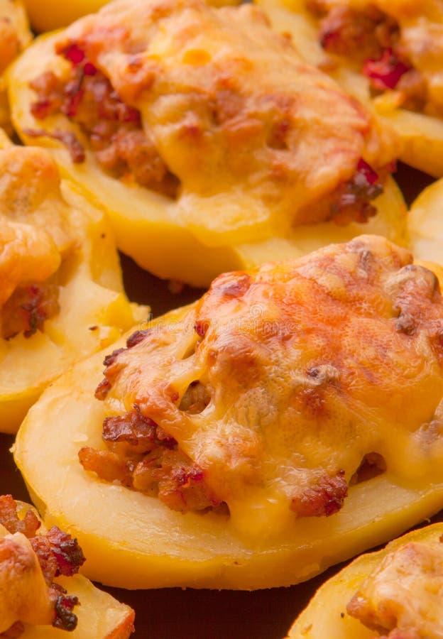 Download Kartoffeln Angefüllt Mit Gehacktem Stockbild - Bild von blätter, gebacken: 26364705