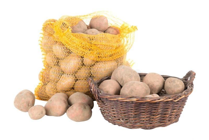 Kartoffeln in einer Tasche und in einem Korb stockbilder