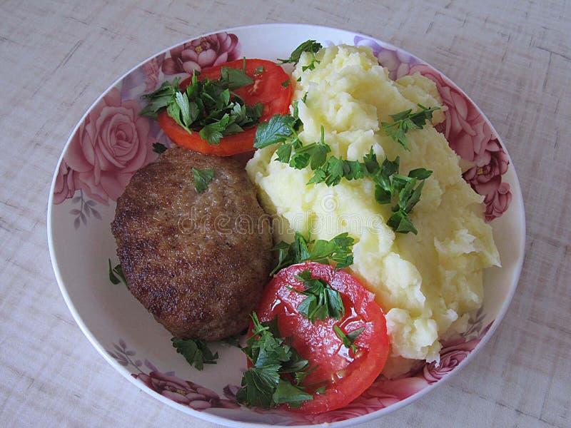 Kartoffeln mit Fleischklöschen lizenzfreies stockbild