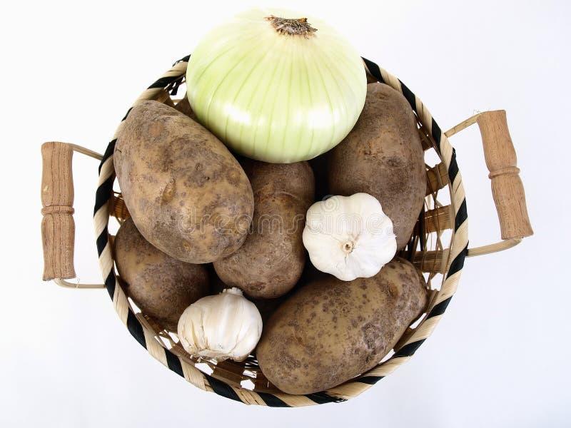 Kartoffeln, Zwiebel und Knoblauch stockbilder