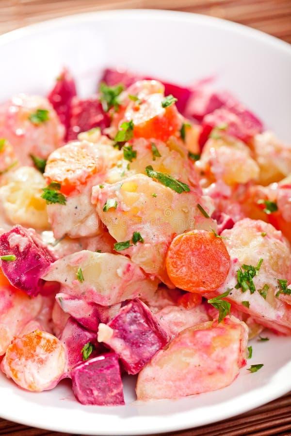 Kartoflana i ćwikłowa sałatka obrazy stock