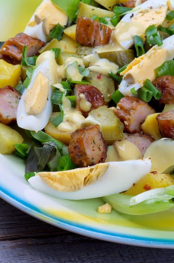 Download Kartoflana I Kiełbasiana Sałatka Obraz Stock - Obraz złożonej z musztarda, jajka: 53786141