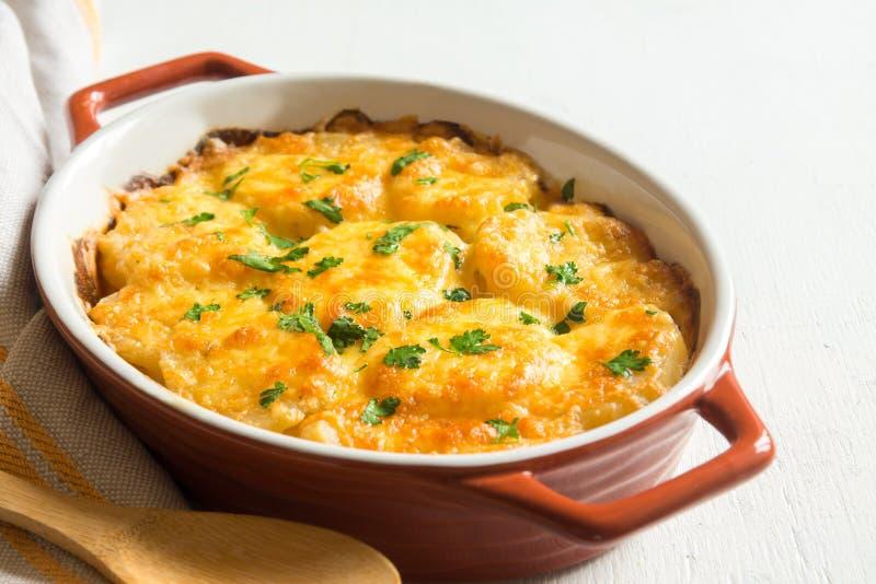 Kartoflany gratin z serem obraz royalty free
