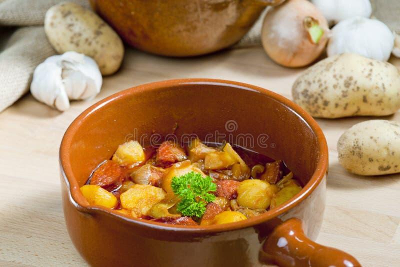kartoflany i kiełbasiany goulash fotografia royalty free