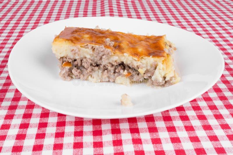 Download Kartoflany Kulebiak Na Białym Talerzu Zdjęcie Stock - Obraz złożonej z śniadanie, tradycyjny: 42525272