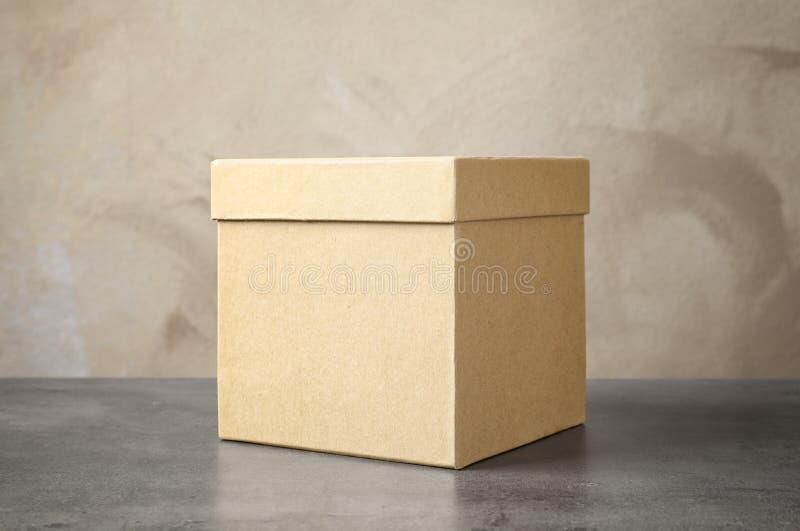 Karton na stole fotografia stock