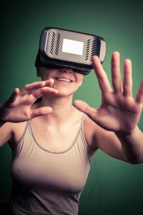 Karton virtuele werkelijkheid stock afbeelding