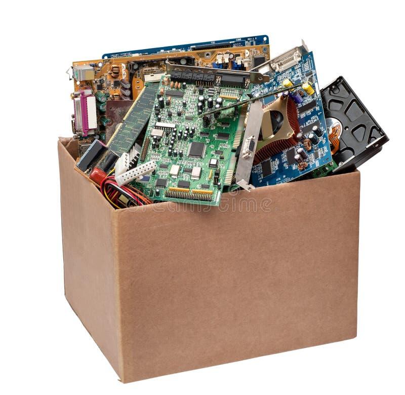 Kartondoos met computerdetails stock afbeelding