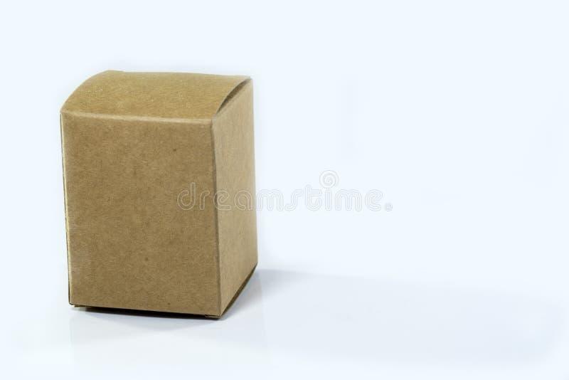 Kartondoos op geïsoleerd wit royalty-vrije stock fotografie
