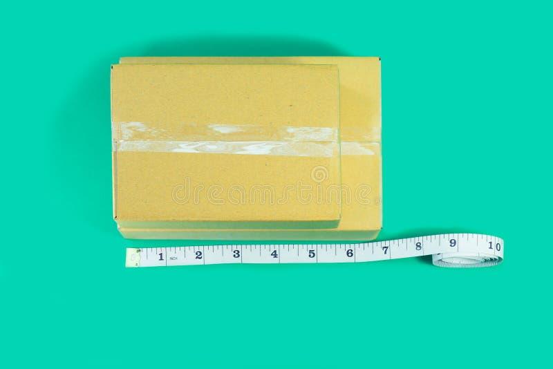 Kartonger för bästa sikt med måttband arkivbild