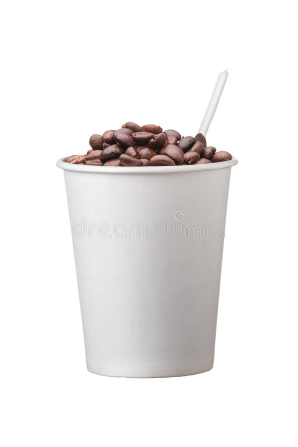 Kartonowa rozporządzalna filiżanka z kawą i łyżką na białym tle zdjęcia stock