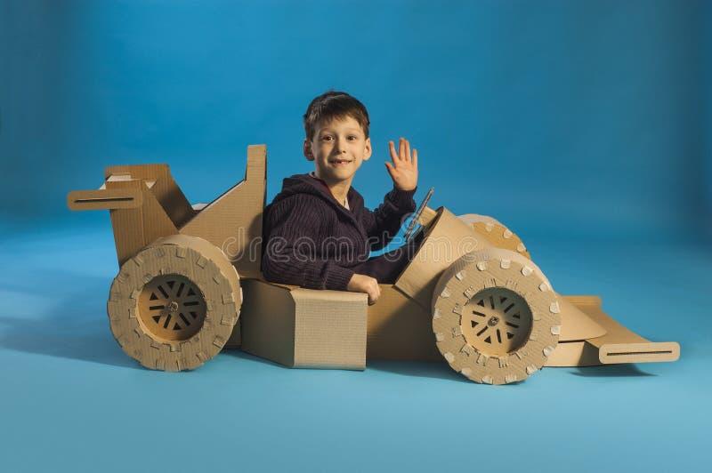 Kartonraceauto royalty-vrije stock afbeelding