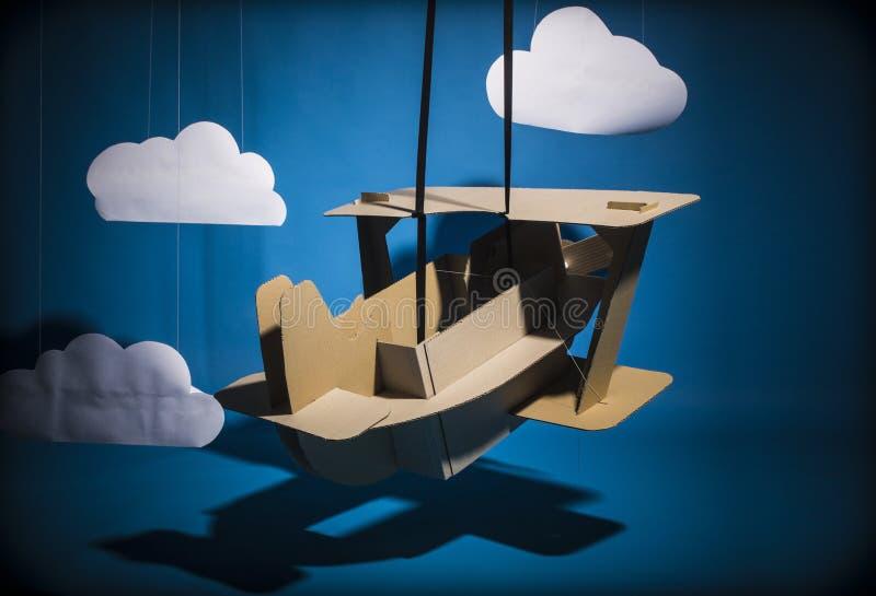 Kartonvliegtuig royalty-vrije illustratie