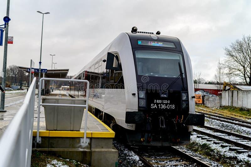 Kartuzy, Польша - 11-ое ноября 2017: Новый современный междугородный поезд стоковые фотографии rf