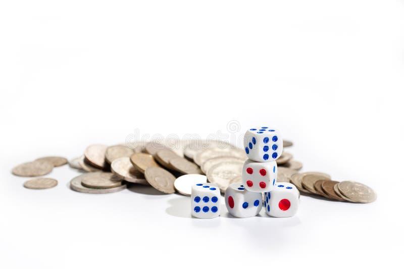 Karty, kostka do gry, domina i pieniądze na białym tle, fotografia stock